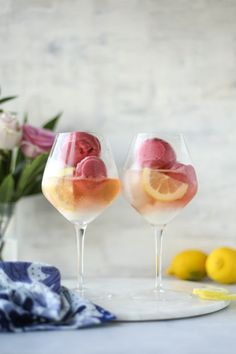 - How Sweet Eats Lemon Raspberry Sorbet Prosecco Floats. - How Sweet Eats Cocktails Champagne, Cocktail Drinks, Cocktail Recipes, Drink Recipes, Lemon Cocktails, Pink Champagne, Salad Recipes, Summer Drinks, Fun Drinks
