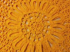 Andreia Lessa Handmade: BLUSA AMARELA COM FLOR CENTRAL Crochet Blouse, Rugs, Yellow Blouse, Crochet Lace Tops, Crotchet Patterns, Crochet Dresses, Easy Crochet, Crochet Edgings, Tejidos