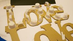 LETRAS EN PAPEL MACHÉ Diy And Crafts, Arts And Crafts, Paper Crafts, Love Letras, Circle Garland, Diy Letters, Origami Tutorial, Paint Party, Silhouette Design