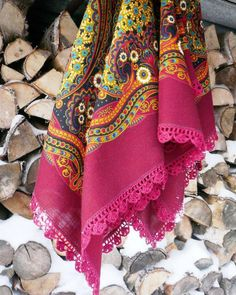 Russian Pavlovsky Posad shawl is decorated with crochet lace. #folk #beauty #Russian #shawl