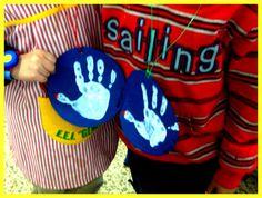 Medalles de coloms de la Pau fets amb les empremtes de les mans. Aprenent a ser mestra: gener 2012 Ava, Peace, Education, Crafts, Infant Crafts, Crafts For Kids, School Projects, Nursery Rhymes, Cool Things