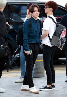 150529 Xiumin - Incheon Airport heading to Shanghai Cr: blueberry garden- exo xiumin vietnam fanpage