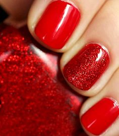 Christmas holiday red glitter manicure