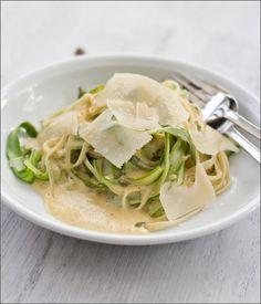 Rezept für Pasta mit grünem Spargel und cremiger Parmesansauce