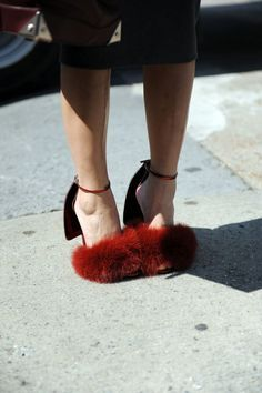Fashion Week Street Style NEED these shoes! Dream Shoes, Crazy Shoes, Me Too Shoes, Looks Street Style, Mode Inspiration, Mode Style, Alexander Wang, Street Fashion, Fashion Shoes