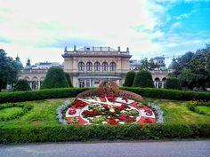 stadtpark / wien / austria - photo by koto serdar bulgu Austria, Mansions, House Styles, Vienna, Photos, Home Decor, Urban Park, Mansion Houses, Pictures