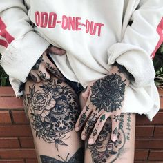 49 Creative and Artistic Hip And Waist Tattoos – Rose idea – Welcome to Tattoo World Hand Tattoos, Waist Tattoos, Neue Tattoos, Finger Tattoos, Body Art Tattoos, Piercing Tattoo, Chicanas Tattoo, Tattoo Quotes, Tattoo Girls
