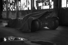 Zack Snyder gives a sneak peek at the new Batmobile