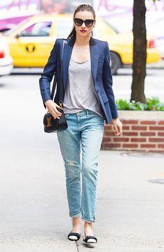 Boyfriend jeans dressed up with a navy blazer // #StreetStyle