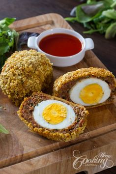Making scotch eggs is really not as hard as some may think and makes such a great dish for either breakfast or any other part of the day. They can be a great picnic dish or party snacks. Vegetarian Recipes, Homemade Scotch Eggs, Healthy Egg Recipes, Brunch Recipes, Yummy Recipes, Snack Recipes, Dinner Recipes, Meals, Kitchens