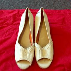 Sonoma Life + Syle Jenne Peep Toe Wedge 2 1/2 in heel. Tan with sparkle. Sonoma Shoes Wedges