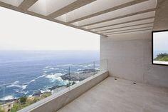 Situada junto al Océano Pacífico, en la costa de Chile, Gonzalo Mardones ha creado una #vivienda minimalista abierta al paisaje y distribuida en terrazas.