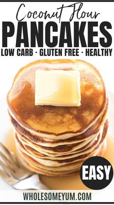 Easy Coconut Flour Pancakes Recipe with Cream Cheese - Low Carb - These fluffy coconut flour pancakes with cream cheese are delicious and easy. Just 6 ingredients needed to make low carb pancakes with coconut flour! Cream Cheese Pancakes, Coconut Flour Pancakes, Low Carb Pancakes, Cream Cheese Recipes, Low Carb Breakfast, Pancake Breakfast, Clean Breakfast, Breakfast Cookies, Almond Flour