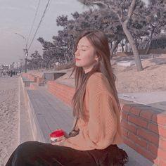 Aesthetic Images, Blue Aesthetic, Kpop Aesthetic, Aesthetic Photo, Ulzzang Korean Girl, Uzzlang Girl, Foto Pose, Just Girl Things, Poses