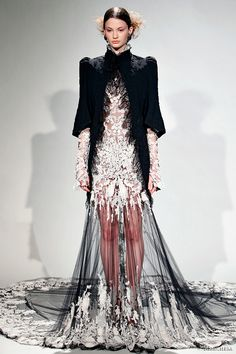 Google Image Result for http://www.weddinginspirasi.com/wp-content/uploads/2011/02/marchesa-fall-2011-rtw.jpg