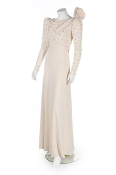 Up For Auction: Princess Diana's Ivory Silk Moss Emanuel Gown worn for The Gulf States Tour! Princess Diana Dresses, Princess Diana Fashion, Princesa Diana, Ivory Silk, Lady Diana, Princess Of Wales, Evening Gowns, Style Blog, News Blog