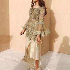 indian fashion Blouse -- CLICK Visit link above to read Pakistani Formal Dresses, Pakistani Wedding Outfits, Pakistani Dress Design, Nikkah Dress, Indian Dresses, Indian Outfits, Pakistani Couture, Pakistan Fashion, Indian Designer Wear