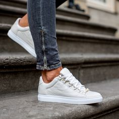 A Quick Guide To Choosing A New Pair Of Sneakers. Sneakers are probably the most important product in a sports closet. As intriguing as it may be, you can't jog in the exact same shoes you go to the workpl Best White Sneakers, Grey Sneakers, Leather Sneakers, Leather Men, Shoe Pie, Shoe Department, Lace Up Flats, Casual Shoes, Shoe Boots
