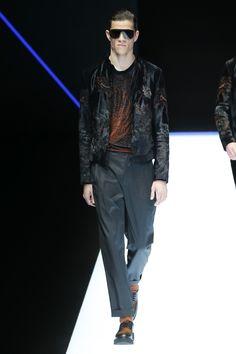Emporio Armani Fall 2018 Menswear Fashion Show Collection