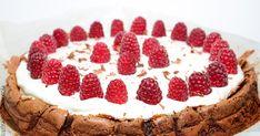 Este bolo fica com uma consistência tão cremosa que acaba por quebrar em toda a superfície. Em cada colherada, um sorriso, um deleite para o palato. Aposto que ninguém vai resistir a esta iguaria aí por casa. Está no top dos meus bolos preferidos, espero que gostem tanto como eu!