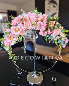 Wianek dekoracyjny wykonany na metalowym kole dodatkowo udekorowany cudnymi kwiatami o najwyższej jakości premium. Crown, Jewelry, Fashion, Moda, Corona, Jewlery, Jewerly, Fashion Styles, Schmuck