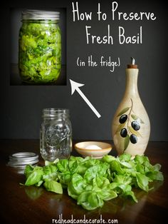 How to preserve fresh basil in the refridgerator easily. How to preserve fresh basil in the refridgerator easily. Do It Yourself Food, Cuisine Diverse, Think Food, Canning Recipes, Canning 101, Herb Recipes, Canning Jars, Dinner Recipes, Fall Recipes