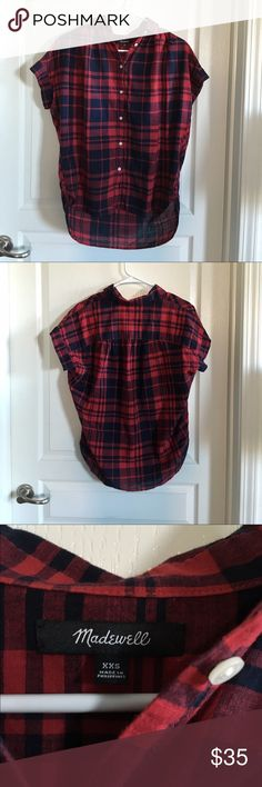 Madewell Central Shirt in Bushwick Plaid Size XXS Slightly oversized fit. Pleated dropped shoulders and banded arm openings. Fold-over collar and button placket. Shirt-tail hem. Cotton. Only selling because it's a little too small for me. No trades or Paypal. Madewell Tops Button Down Shirts