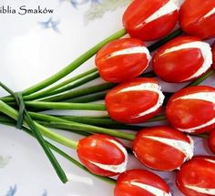 Tomato Tulips for appetizers: Aren't these darling? They're from the Polish blog Biblia Smakow.