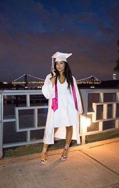 Chanelle x rosegold grad pics! Graduation Look, College Graduation Pictures, Grad Pics, Graduation Outfits, College Goals, College Outfits, Graduation Photoshoot, Black Girl Magic, Ems