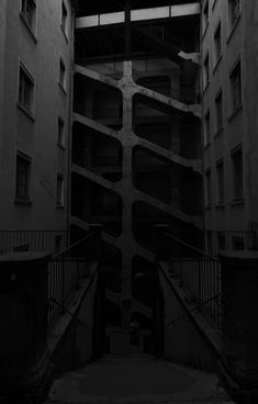 Photo by Quentin Schulz on Unsplash Dream Moon, Wallpaper Bible, Lock Screen Wallpaper Iphone, No Mans Land, Lyon France, Best Iphone Wallpapers, Trendy Wallpaper, Pinterest Photos, Hd Photos