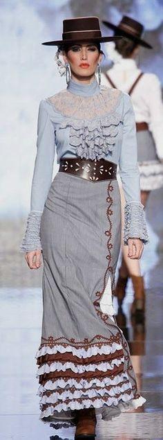 Blusa de flamenca Cowgirl Chic, Western Chic, Love Fashion, High Fashion, Womens Fashion, Fashion Outfits, Flamenco Costume, Mode Costume, Spanish Fashion