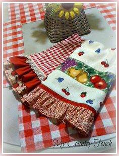 My Country Touch kitchen towels Dish Towel Crafts, Dish Towels, Hand Towels, Tea Towels, Sewing Crafts, Sewing Projects, Grocery Bag Holder, Hanging Towels, Cute Kitchen