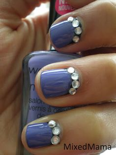 I love the bidazzal and how they switched sides cause usually it wold be on the tip of ur nail so it can look like a french manucure
