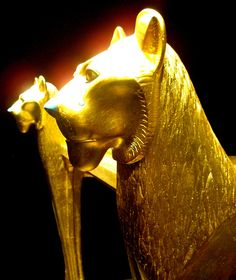 Ritual bed in the form of lions from Tutankhamun´s tomb by The Adventurous Eye, via Flickr