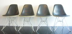Eames DSR Herman Miller set of 4 chairs  color  parchment / charcoal Naugahyde