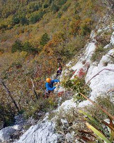 """Varujem prid gor."" ""Čak da zbijem klin...""  #hiking #sport #mountains #mountaineering #alpinism #climbing #climbing_pictures_of_instagram #sunny #autumn #fall #outside_project #choosemountains #outdoors #adventure #nature #ocistimogore #myeoft @eoft by 4polonv"