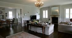 http://www.stylishlivablespaces.com/house-of-the-week/house-of-the-week-jackie-os-country-retreat#Jackie o Kangaroo Valley lounge