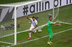 Herói nacional Demsey foge Para Celebrar o Seu Segundo gol da Copa do Mundo com SEUS companheiros de Equipe