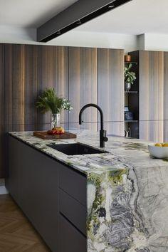 European Kitchens, Luxury Kitchens, Küchen Design, House Design, Handleless Kitchen, Counter Design, Floating Wall, Wall Units, Green Marble