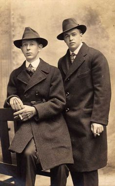 """Two """"chaps"""" in the photographic studio around 1920 Mode Masculine, 1920s Outfits, Vintage Outfits, Vintage Hollywood, Hollywood Glamour, 20s Fashion, Vintage Fashion, Tough Guy, Photographic Studio"""