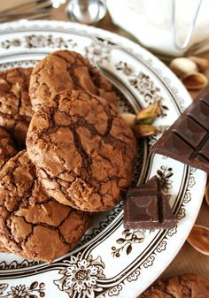 Painted By Cakes - Kakkuja tilauksesta: PISTAASI BROWNIE COOKIET - PISTACHIO BROWNIE COOKIES
