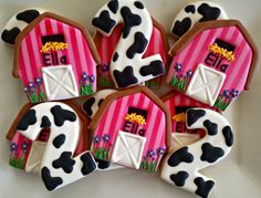 Cow and barn cookies Farm Animal Birthday, Cowgirl Birthday, Farm Birthday, Cow Birthday Parties, Birthday Cookies, Birthday Ideas, Barnyard Party, Farm Party, Farm Cookies