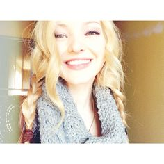 Dove Cameron is my favourite person ever in the hole world she so cute sweet and pretty ❤️❤️❤️