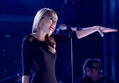 Taylor Swift Black Dress Singing with Band - HD Wallpapers - Free Wallpapers - Desktop Backgrounds