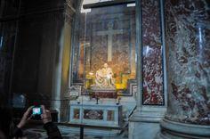 Bazilica Sf. Petru din Vatican  Bazilica Sf. Petru din Vatican, mai mult decât o catedrală - galerie foto.  Vezi mai multe poze pe www.ghiduri-turistice.info Vatican, Sf, Painting, Home Decor, Decoration Home, Room Decor, Painting Art, Paintings, Vatican City