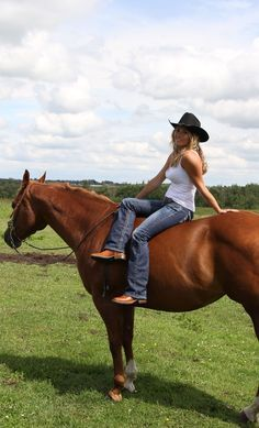 Meet more horse lovers,equestrian singles ,cowgirls or cowboys at the site… Sexy Cowgirl, Cowgirl And Horse, Cowgirl Style, Horse Love, Horse Riding, Cowboy Art, Real Country Girls, Country Women, Southern Girls