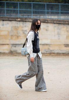 Street style : comment les personnalités s'habillent-elles en cette Fashion Week particulière ? | Vogue Paris Fashion Week, Paris Fashion, Autumn Fashion, Fashion Trends, New Street Style, Spring Street Style, Vogue Paris, Kendall Jenner, Parisian Wardrobe