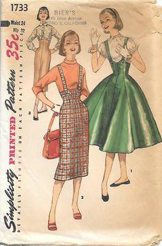 Einfachheit 1733 Schnittmuster - Teenager-Alter Röcke  -Alle Röcke haben Hochhaus Taillen. -Zeigen Sie 1 bietet Hosenträger, die auf der Rückseite kreuzen und Button an geformten oberen Rand von 8 Gore ausgestellte Rock an -Blick auf 2 und 3 sind Hüllen mit invertierten Falte an Unterkante Innenverteidiger Naht. -View 2 hat Hosenträger, die auf der Rückseite kreuzen und die Welt vor zu trimmen.  Größe - Teen Taille - 24 Hip - 32  Copyright - 1956 Muster-Stücke - 13 Zustand - ist Muster…