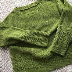 Knitting Patterns Pullover Ravelry: Poplar pattern by Ayano Tanaka Sweater Knitting Patterns, Knitting Designs, Knit Patterns, Knitting Projects, Stitch Patterns, Knit Sweaters, Knitting Tutorials, How To Purl Knit, Pulls