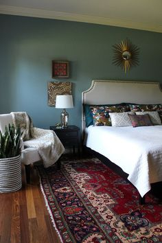 Bedroom with vintage persian rug and Farrow and Ball Oval Room Blue on the wall by Kristin Laing Design – rugcut Blue Bedroom, Bedroom Colors, Bedroom Wall, Bedroom Decor, Persian Decor, Blue Persian Rug, Farrow And Ball Bedroom, Oval Room Blue, Simple Bed